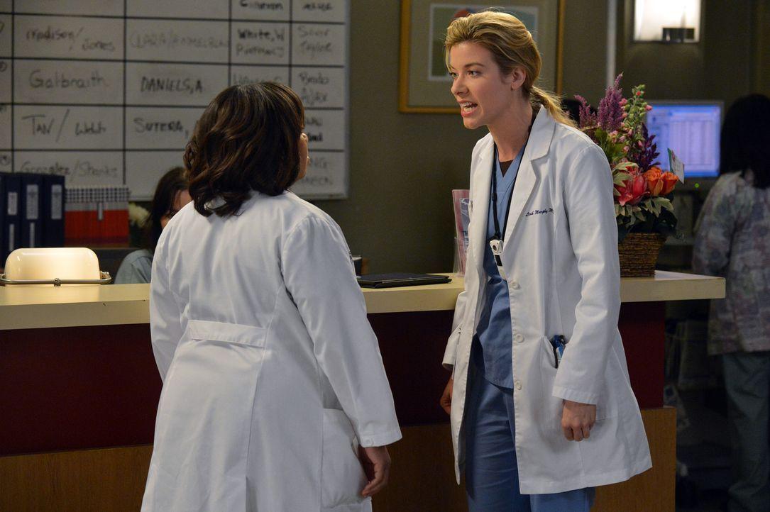 Die Jungärztin Leah (Tessa Ferrer, r.) wagt es, sich mit Bailey (Chandra Wilson, l.) anzulegen. Keine wirklich gute Idee ... - Bildquelle: ABC Studios