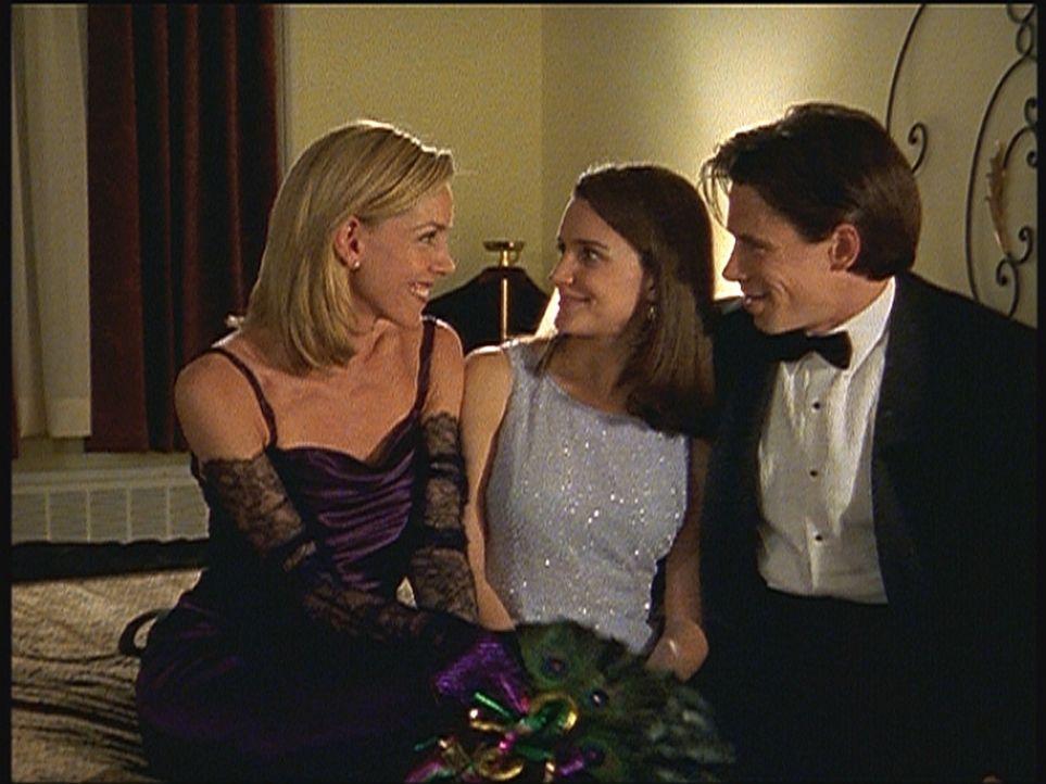 """Charlotte (Kristin Davis, M.) glaubt, vor ihrem ersten """"Dreier"""" zu stehen ... - Bildquelle: Paramount Pictures"""