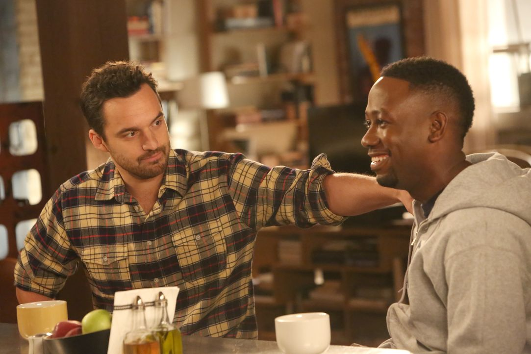 Eine Entscheidung zu treffen ist nicht einfach, vor allem für Nick (Jake Johnson, l.) und Winston (Lamorne Morris, r.) nicht. Daraufhin stellt Reaga... - Bildquelle: Patrick McElhenney 2016 Fox and its related entities.  All rights reserved.