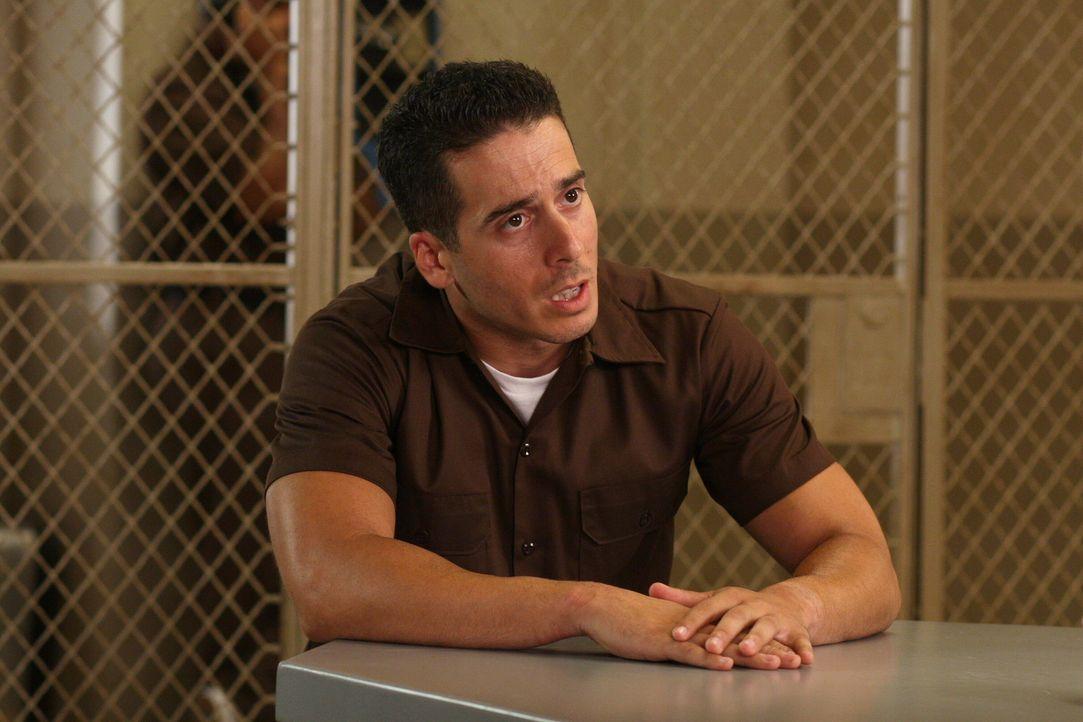 Beteuert im Verhör seine Unschuld: Dylan Noakes (Kirk Acevedo) ... - Bildquelle: Warner Bros. Television