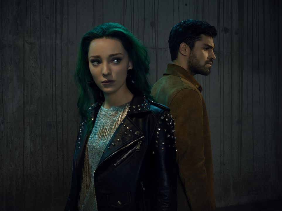 (2. Staffel) - The Gifted - Lorna (Emma Dumont, l.); Marcos (Sean Teale, r.) - Bildquelle: Justin Stephens 2018-2019 Fox and its related entities.  All rights reserved.  MARVEL TM &   2017 MARVEL/Justin Stephens