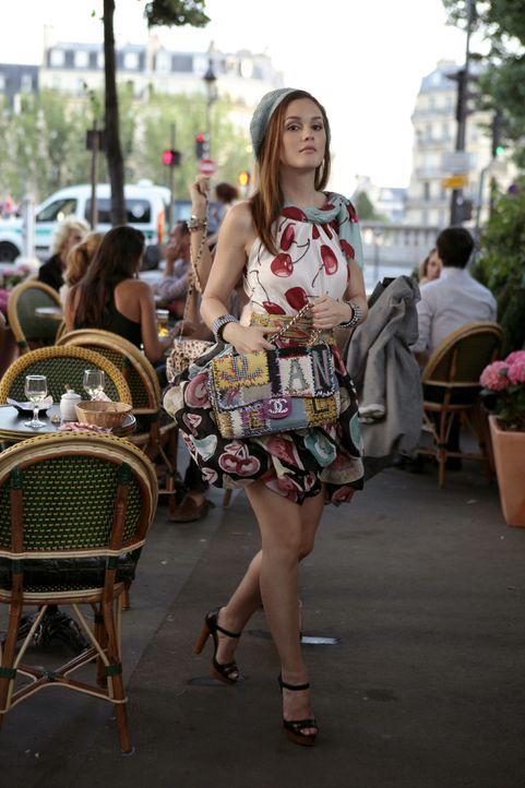 Gibt sich trotz ihres Liebeskummers große Mühe, sich in Paris zu amüsieren, während Serena wie wild flirtet: Blair (Leighton Meester) ... - Bildquelle: Warner Brothers