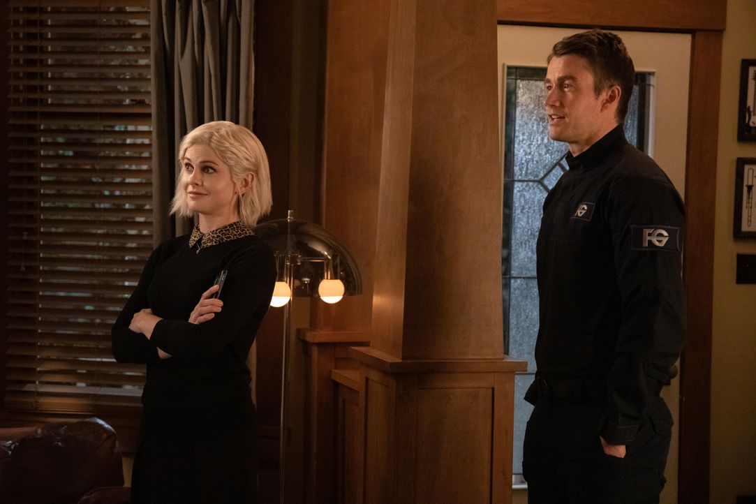 Liv Moore (Rose McIver, l.); Major Lilywhite (Robert Buckley, r.) - Bildquelle: Jack Rowand 2019 The CW Network, LLC. All Rights Reserved. / Jack Rowand