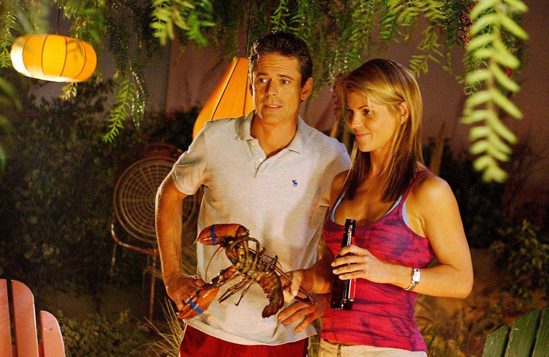 Ava (Lori Loughlin, r.) beginnt - für sich selbst und alle anderen überraschend - ein Techtelmechtel mit dem neuen Nachbarn Kyle (C. Thomas Howell... - Bildquelle: CBS Television