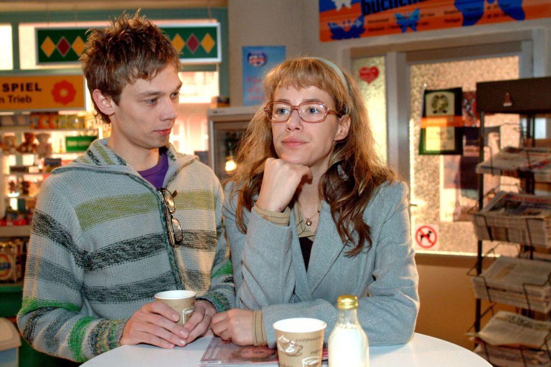 Jürgen (Oliver Bokern, l.) staunt: Lisa (Alexandra Neldel, r.) hat Davids Verhalten endlich satt und will von ihm eine angemessene Entlohnung einfo... - Bildquelle: Sat.1