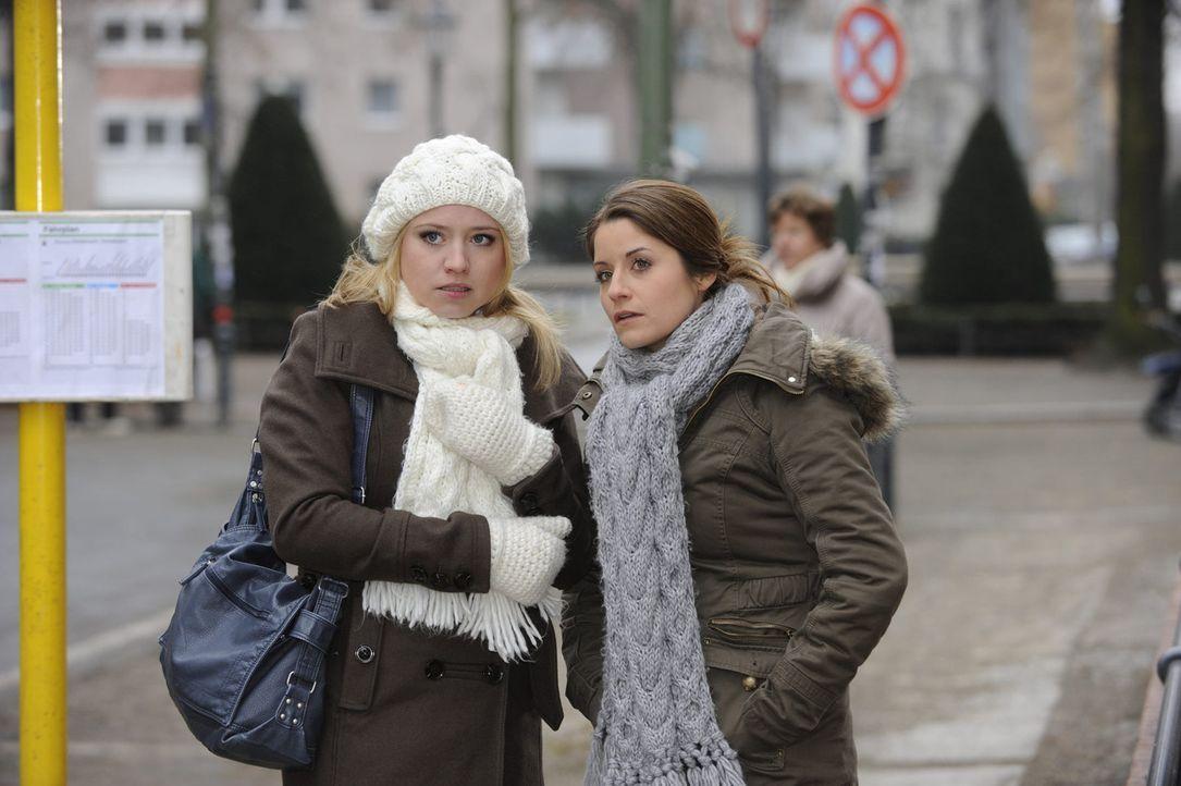 Bea (Vanessa Jung, r.) erhofft sich bei einem Treffen mit Jens einen Hinweis zu erhalten, der sie bezüglich der Mordanklage entlastet. Unterstützu... - Bildquelle: SAT.1