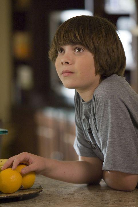 Shane (Alexander Gould) wird von seinen Mitschülern verprügelt, weil er nicht an Gott glaubt ... - Bildquelle: Lions Gate Television