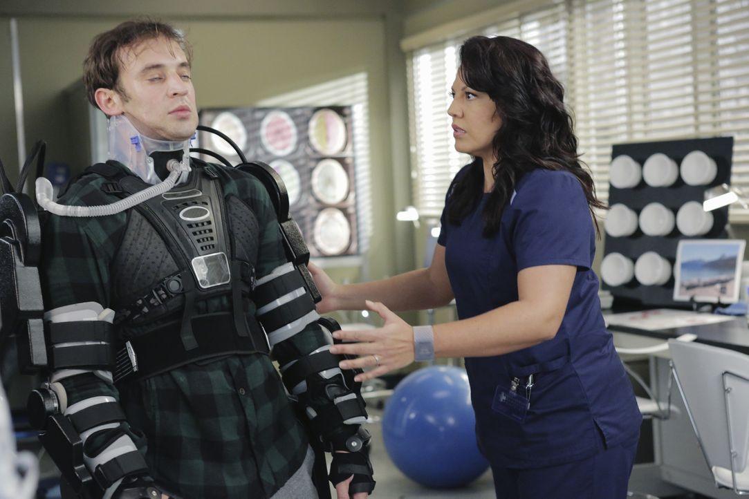 Nach einem schweren Unfall versucht Jason Castor (Charlie Hofheimer, l.) mit Hilfe von Callie (Sara Ramirez, r.), sein Leben wieder aufzunehmen, doc... - Bildquelle: ABC Studios