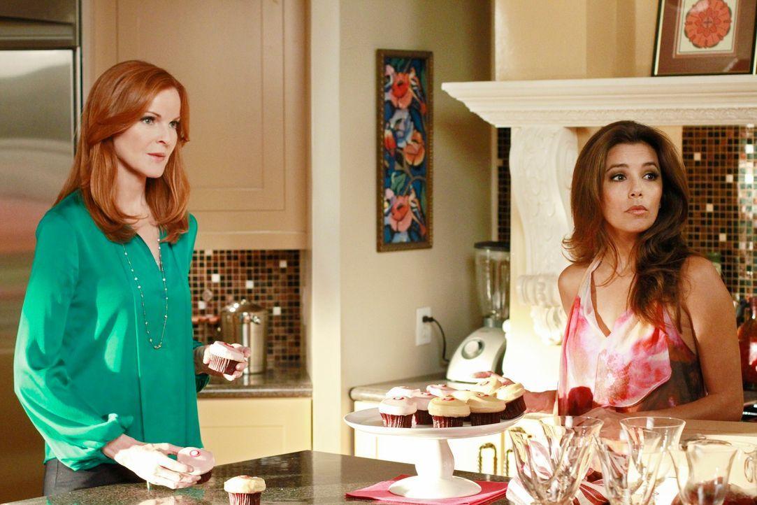 Während Gaby (Eva Longoria, r.) versucht mit Carlos zu sprechen, muss Bree (Marcia Cross, l.) besonders Acht geben, wenn sie mit ihrem neuen Freund... - Bildquelle: Touchstone Pictures