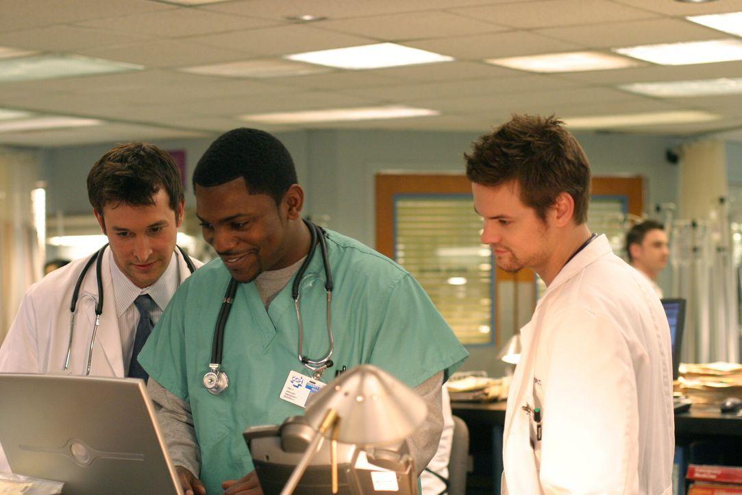 Befinden sich täglich im Kampf um Leben und Tod: Dr. John Carter (Noah Wyle, l.), Dr. Gregory Pratt (Mekhi Phifer, M.) und Dr. Ray Barnett (Shane We... - Bildquelle: WARNER BROS
