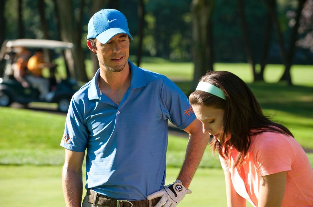 Wollen ihr spielerisches Können bei einem Golfturnier unter Beweis stellen: Jack O'Malley (Tom Cavanagh, l.) und Jill Casey (Jill Flint, r.) - Bildquelle: 2010 Open 4 Business Productions, LLC. All Rights Reserved.