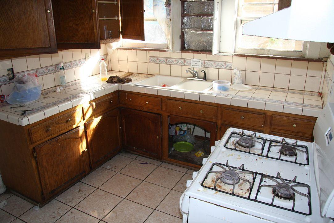 Tarek und Christina kaufen ein Haus im spanischen Baustil aus den 20er Jahren. Ein schönes Haus, doch die versteckten Schäden könnten das Budget spr... - Bildquelle: 2013,HGTV/Scripps Networks, LLC. All Rights Reserved