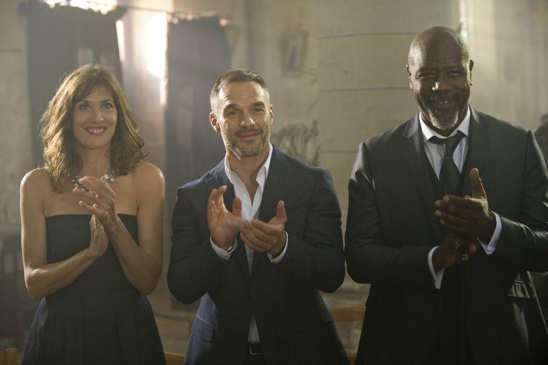 Eigentlich hatten Doc (Valérie Dashwood, l.), Rocher (Philippe Bas, M.) und Lamarck (Jean-Michel Martial, r.) mit der Hochzeit von Hyppolite und Jes... - Bildquelle: 2014 BEAUBOURG AUDIOVISUEL