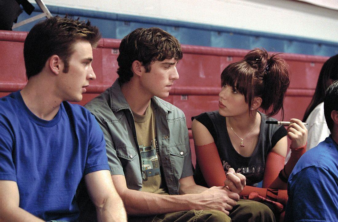 Kurz vor Ende der Highschool beschließen die Schüler Kyle (Chris Evans, l.) und Matty (Bryan Greenberg, M.) die Examensprüfungen zu klauen, um ih... - Bildquelle: Paramount Pictures