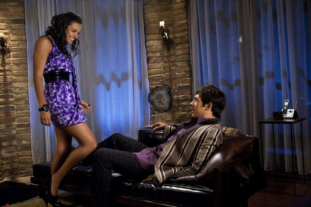 Können die beiden ihre Beziehung noch retten? Riley (Jessica Lucas, l.) und Jonah (Michael Rady, r.) - Bildquelle: 2009 The CW Network, LLC. All rights reserved.