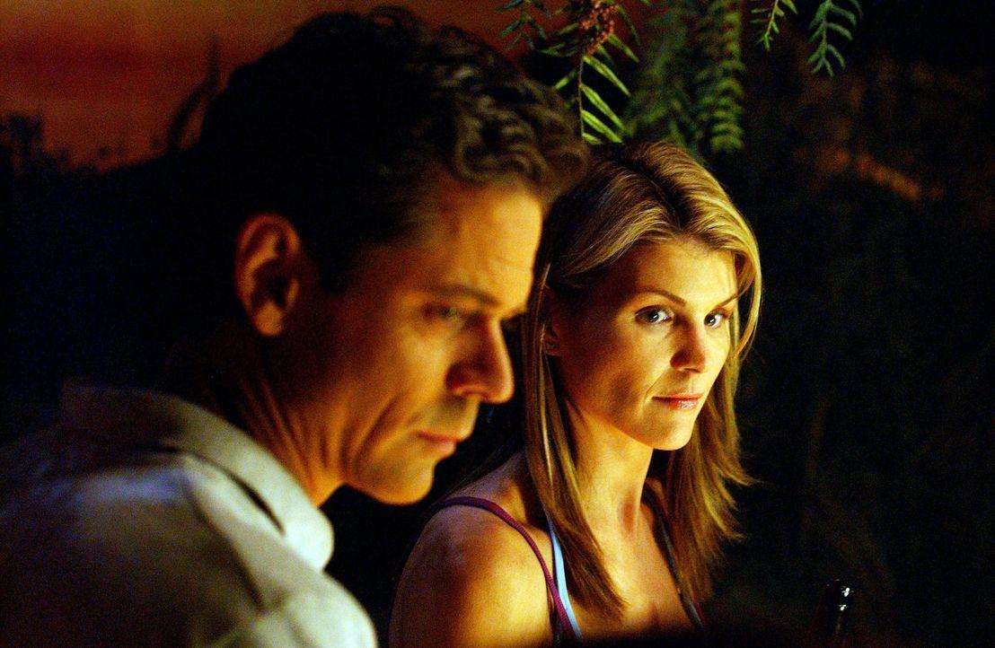 Aufgrund der dramatischen Veränderungen der zurückliegenden Wochen, ist Avas (Lori Loughlin, r.) Liebesleben eindeutig zu kurz gekommen, doch dann... - Bildquelle: CBS Television