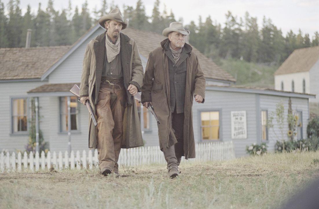 Schwören auf Rache: Boss Spearman (Robert Duvall, r.) und Charley Waite (Kevin Costner, l.) ... - Bildquelle: Touchstone Pictures