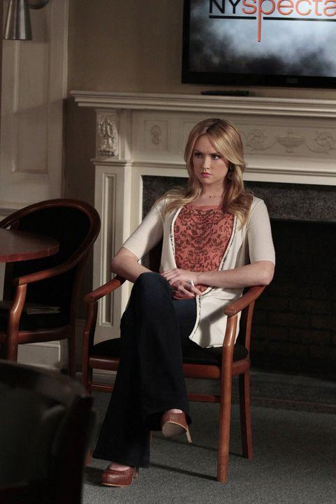 Will Lilys Safe knacken, um an private Unterlagen heranzukommen: Charlie (Kaylee DeFer) ... - Bildquelle: Warner Bros. Television