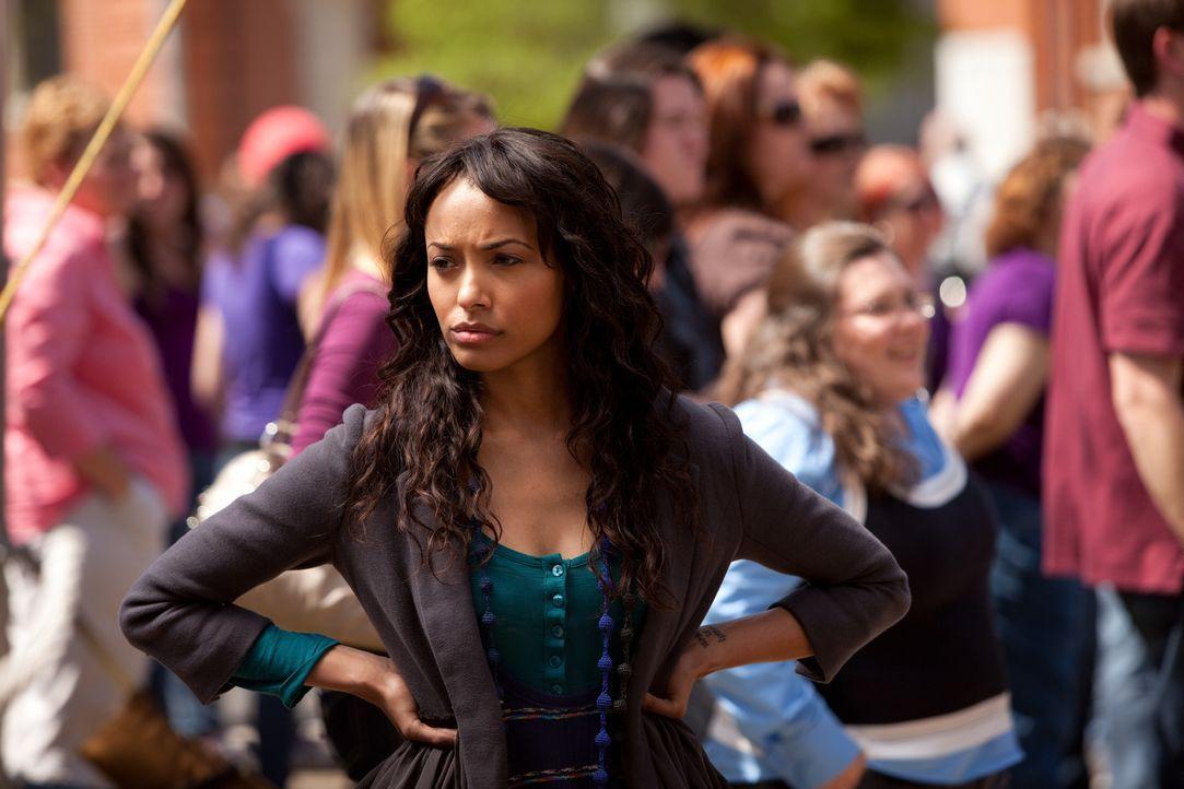 Bonnie (Katerina Graham) ist sich nicht sicher, wie sie wegen der Erfindung handeln soll. Da trifft sie eine folgenschwere Entscheidung ... - Bildquelle: Warner Bros. Television
