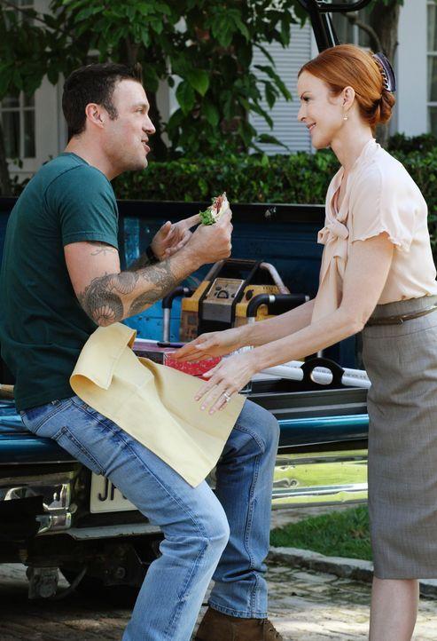 Noch ahnt Bree nicht, dass Keith (Brian Austin Green, l.), auf den sie ein Auge geworfen hat, bereits in festen Händen ist ... - Bildquelle: ABC Studios