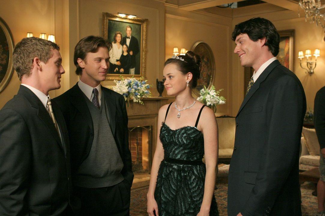Dass ihre Großeltern eine Party veranstalten, um ihr lauter wohlhabende Männer vorzustellen versteht Rory (Alexis Bledel, 2.v.r.) gar nicht. Schließ... - Bildquelle: 2004 Warner Bros.