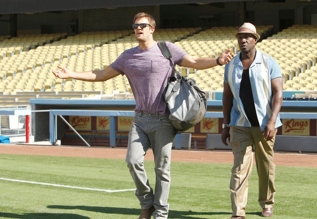 Ein erfolgreicher Profi-Baseballspieler hat Walter (Geoff Stults, l.) und Leo (Michael Clarke Duncan, r.) mit einem Fall beauftragt ... - Bildquelle: 2012 Twentieth Century Fox Film Corporation. All rights reserved.