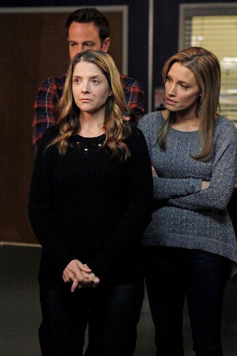 Reisen nach Seattle um Derek, Lexie und Amelia wegen einer möglichen Operation zu treffen: Cooper (Paul Adelstein, l.), Charlotte (KaDee Strickland... - Bildquelle: ABC Studios