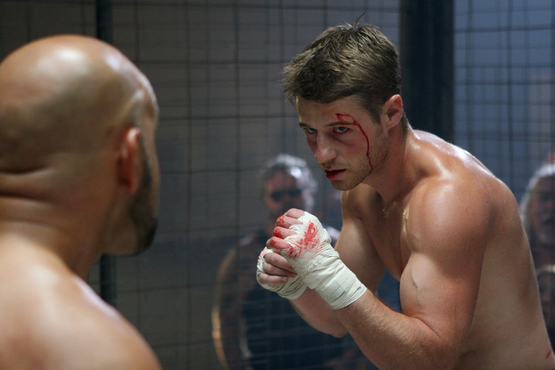 Ryan (Benjamin McKenzie, r.) hat den Tod von Marissa noch nicht akzeptiert und arbeitet nun als Boxer um seine Trauer zu bewältigen ... - Bildquelle: Warner Bros. Television