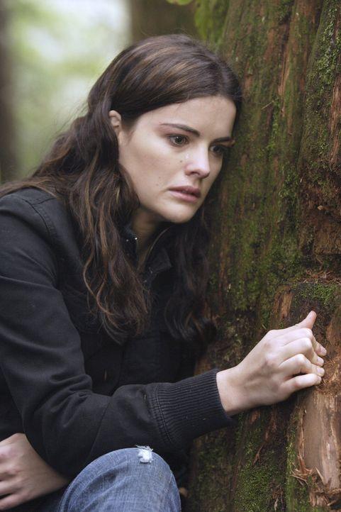 Sie weiß nicht mehr weiter und läuft weg: Jessie (Jaimie Alexander) versteckt sich im Wald und hofft, dass sie dort niemand findet ... - Bildquelle: TOUCHSTONE TELEVISION