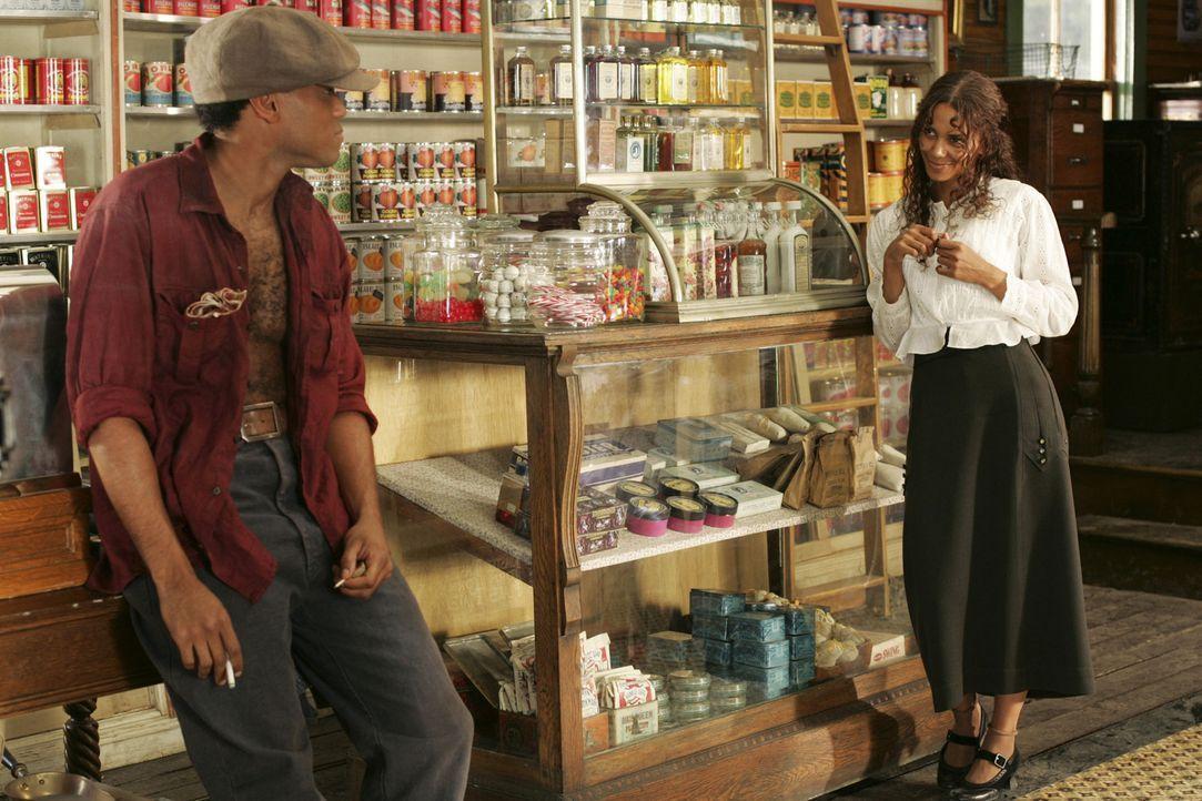 Die offenherzige und abenteuerlustige Afroamerikanerin Janie (Halle Berry, r.) tut sich schwer, den richtigen Mann zu finden. In mehreren Ehen sucht... - Bildquelle: Vivian Zink Harpo Films