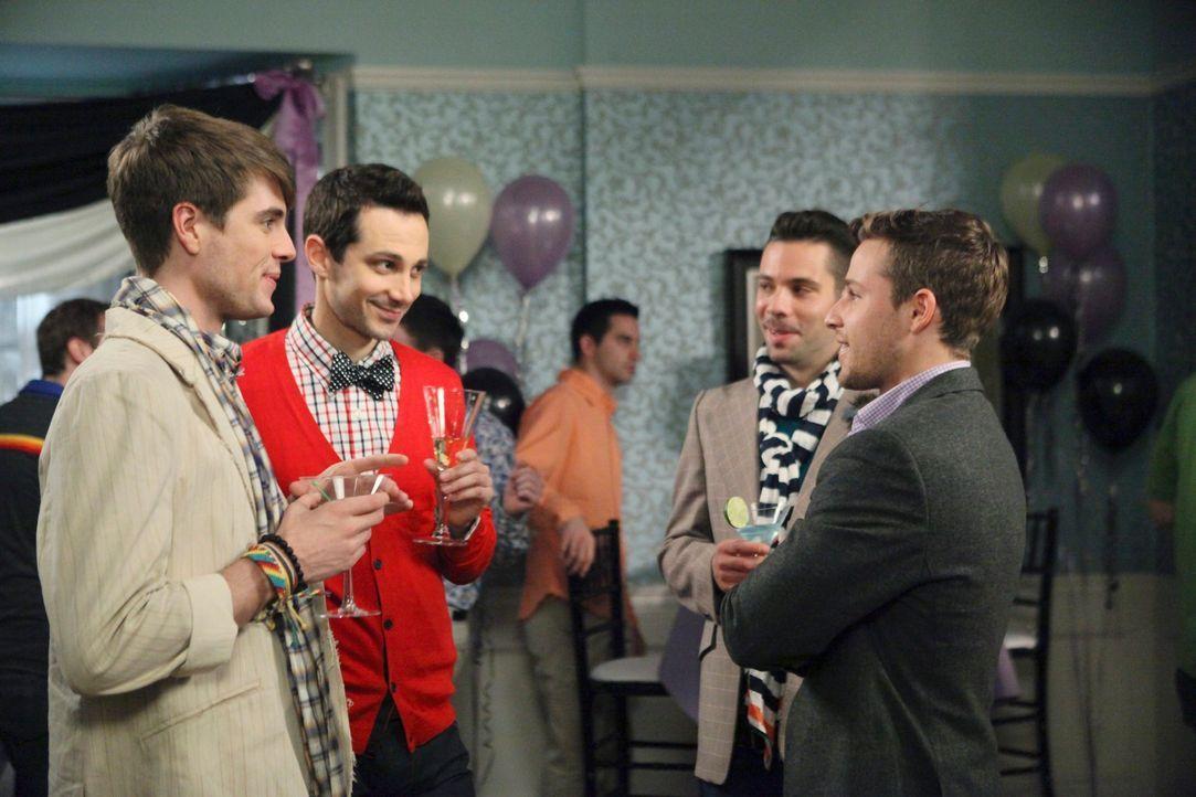 Bree hat eine Überraschungs-Verlobungs-Party organisiert. Dort trifft Andrew (Shawn Pyfrom, r.) auf seine alten Freunde Brian (Jeffery Self, l.) und... - Bildquelle: ABC Studios