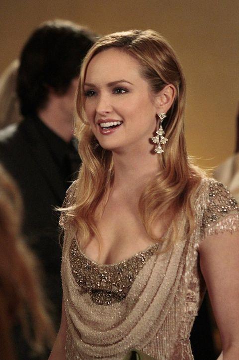 """Lily bereitet für Charlie (Kaylee DeFer) einen kleinen """"Debütantinnen-Ball"""" vor, um sie in die New Yorker High Society einzuführen ... - Bildquelle: Warner Bros. Television"""