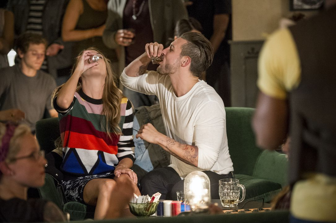 Liza (Sutton Foster, l.); Josh (Nico Tortorella, r.) - Bildquelle: David M. Russell 2015 TV Land. All Rights Reserved