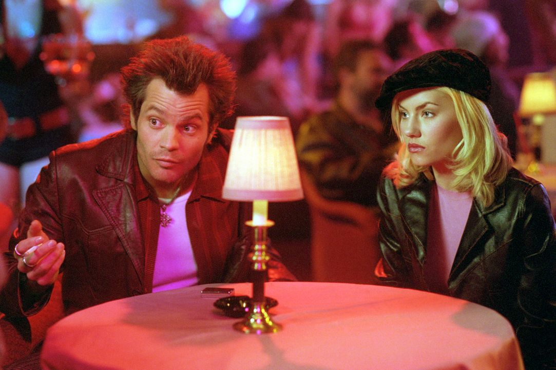 """Pornofilm-Produzent Kelly (Timothy Olyphant, l.) will """"Dee"""" (Elisha Cuthbert, r.) nicht so einfach ziehen lassen ... - Bildquelle: 2004 by Epsilon Motion Pictures"""