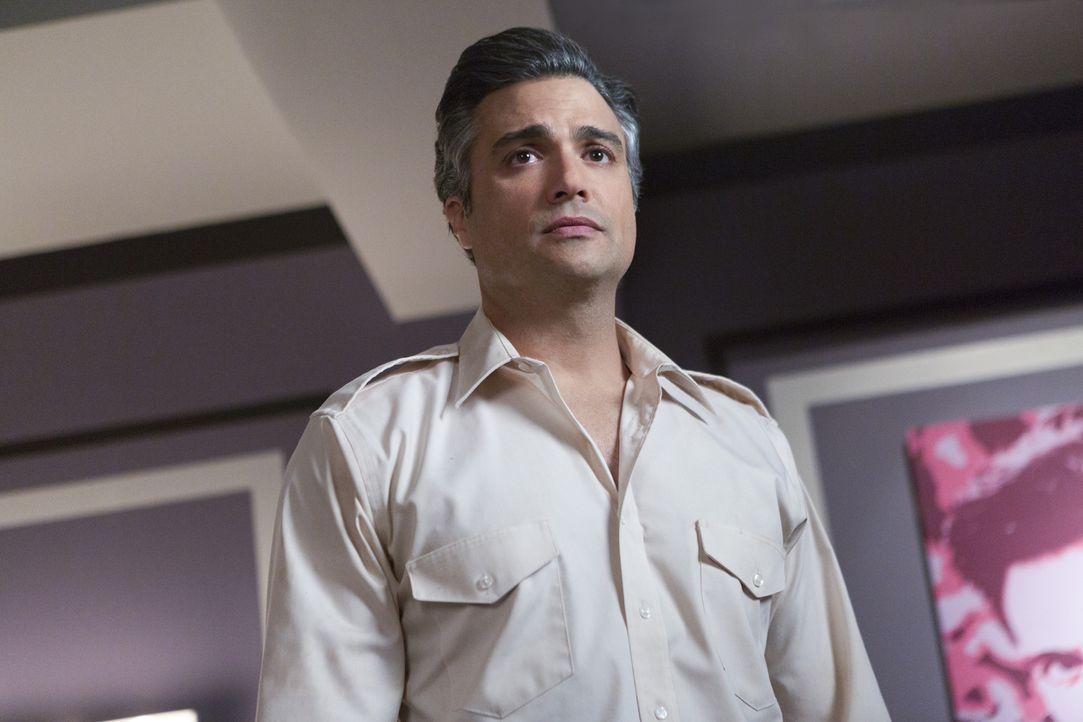 Eine neue große Karriere wartet auf ihn: Rogelio (Jaime Camil) ... - Bildquelle: 2014 The CW Network, LLC. All rights reserved.