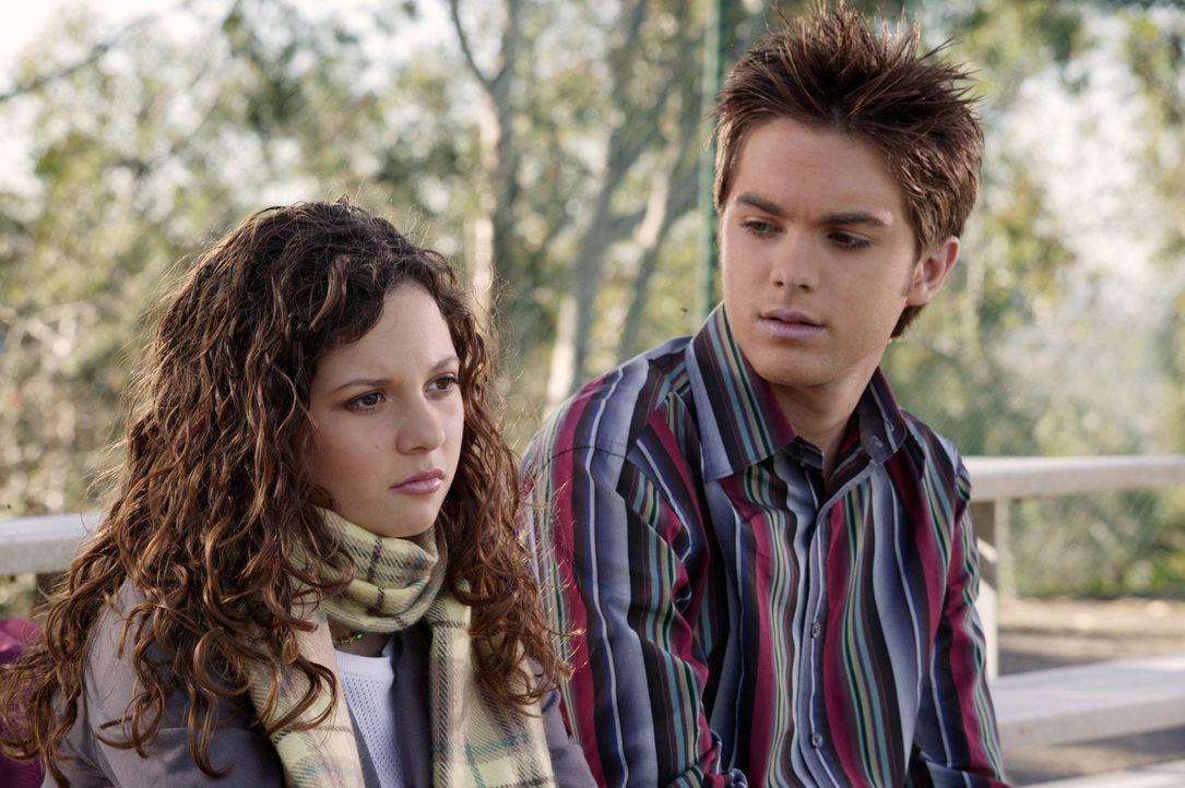Kurz vor dem Valentinstag versucht Vincent (Thomas Dekker, r.) besonders, Ruthie (Mackenzie Rosman, l.) alles recht zu machen, doch Ruthie scheint e... - Bildquelle: The WB Television Network