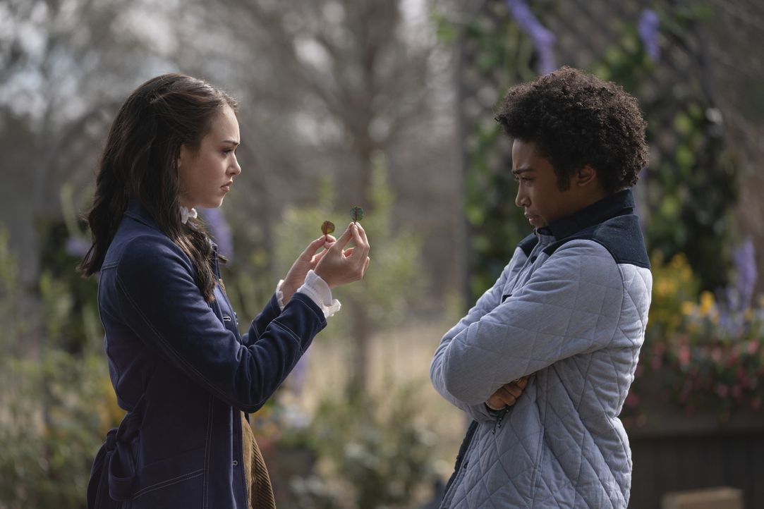 Josie Saltzman (Kaylee Bryant, l.); MG Greasley (Quincy Fouse, r.) - Bildquelle: 2021 The CW Network, LLC. All rights reserved.