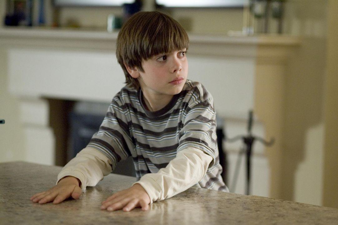 Shane (Alexander Gould) hat ein Feuer in der Schule gelegt und ist der Meinung, dass dadurch die Welt nicht untergeht ... - Bildquelle: Lions Gate Television
