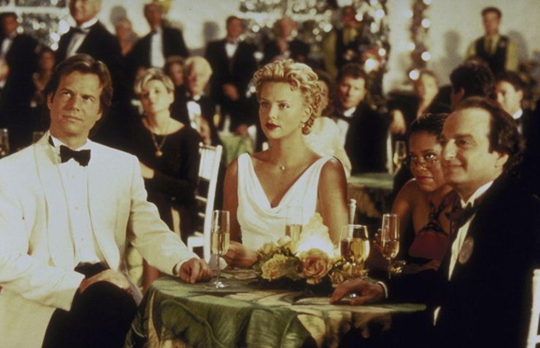 Tun alles, um Joe in Sicherheit zu bringen: Gregg O'Hara (Bill Paxton, l.), Jill (Charlize Theron, M.) und Harry Ruben (David Paymer, r.) ...