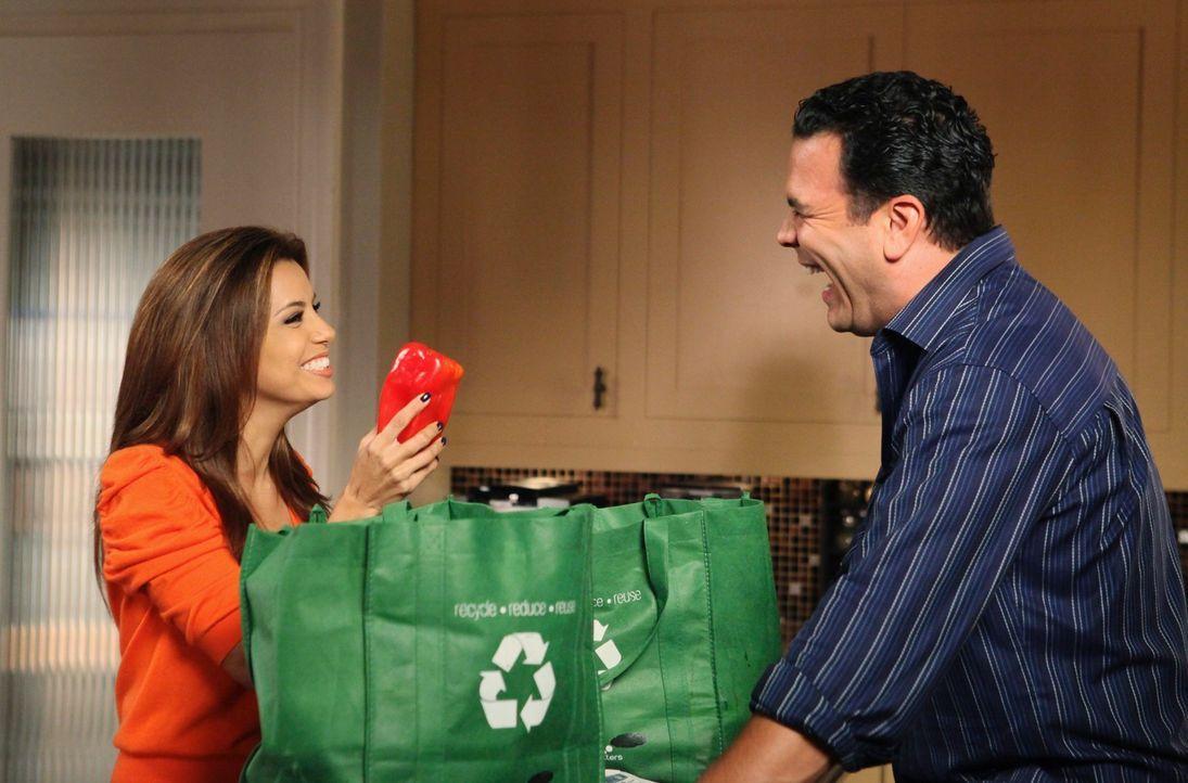 Gabrielle (Eva Longoria, l.) und Carlos (Ricardo Antonio Chavira, r.) laden Carmen, Hector und Grace zu Thanksgiving ein. Doch Gabrielle hat das Des... - Bildquelle: ABC Studios