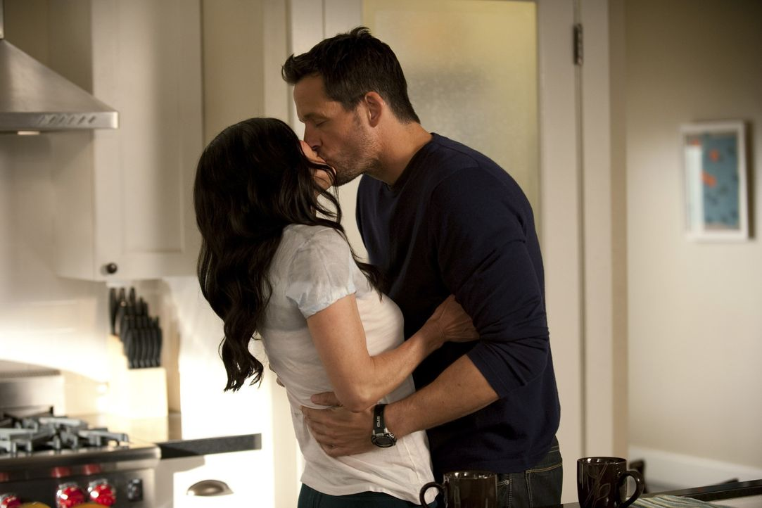 Sind glücklich miteinander: Jules (Courteney Cox, l.) und Grayson (Josh Hopkins, r.) ... - Bildquelle: 2010 ABC INC.