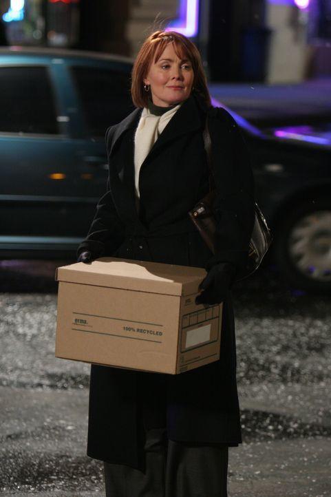 Dr. Kerry Weaver (Laura Innes) verlässt das County General Hospital ... - Bildquelle: Warner Bros. Television