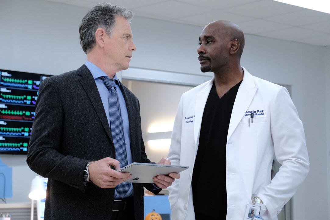 Dr. Randolph Bell (Bruce Greenwood, l.); Dr. Barrett Cain (Morris Chestnut, r.) - Bildquelle: Guy D'Alema 2019-2020 Twentieth Century Fox Film Corporation.  All rights reserved. / Guy D'Alema