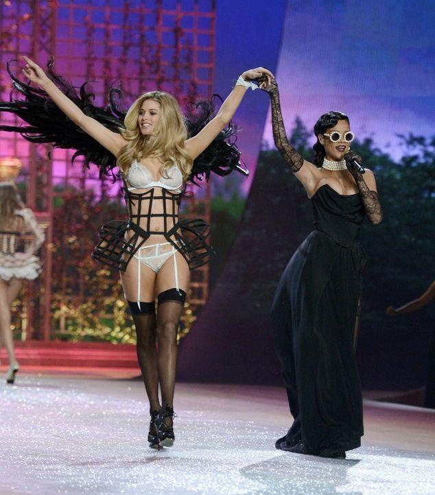 Rihanna und Model - Bildquelle: AFP