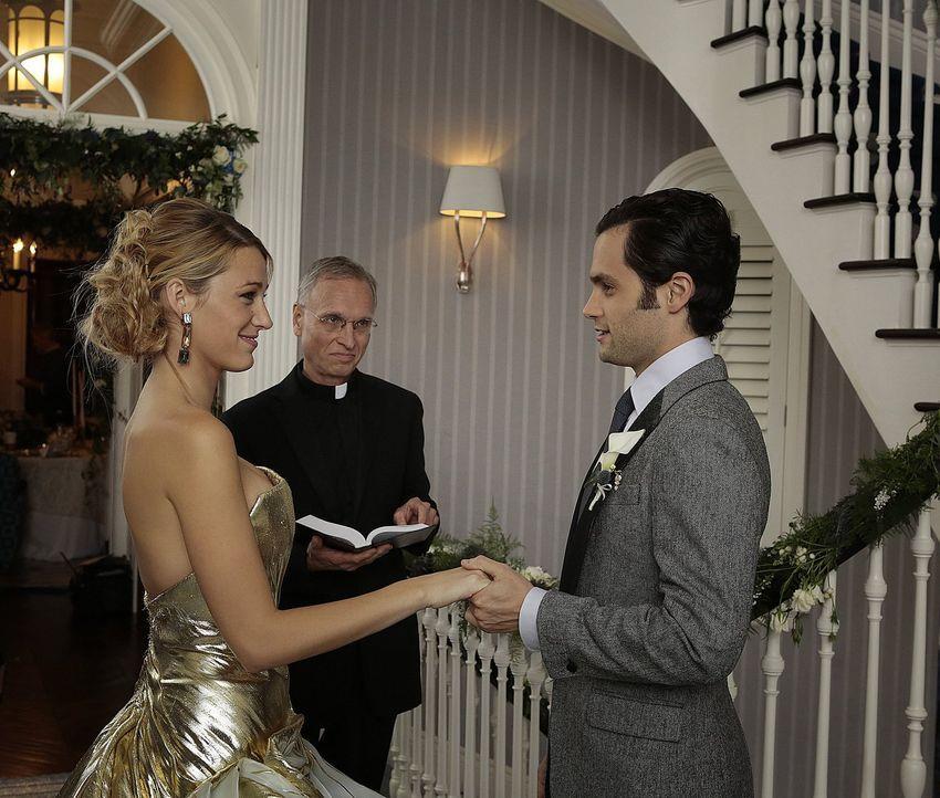 5 Jahre später läuten für Serena (Blake Lively, l.) und Dan (Penn Badgley, r.) ebenfalls die Hochzeitsglocken ... - Bildquelle: Warner Brothers
