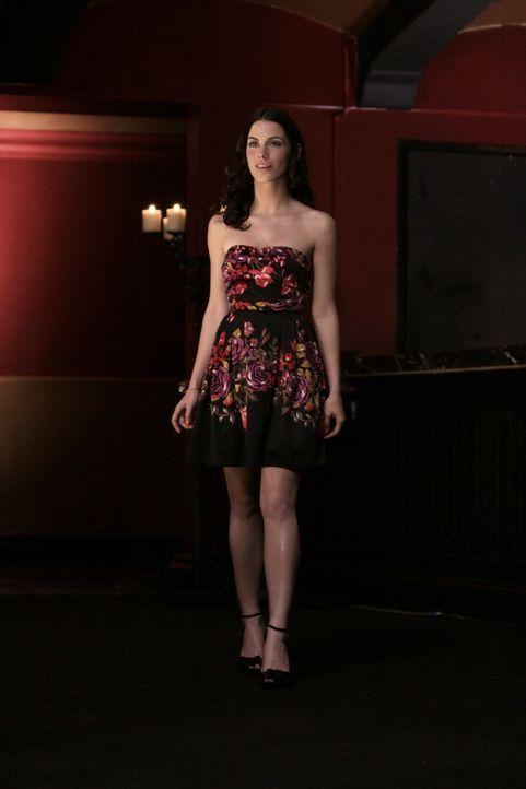 Nun schlägt Adriannas (Jessica Lowndes) Herz für Javier... - Bildquelle: TM &   CBS Studios Inc. All Rights Reserved