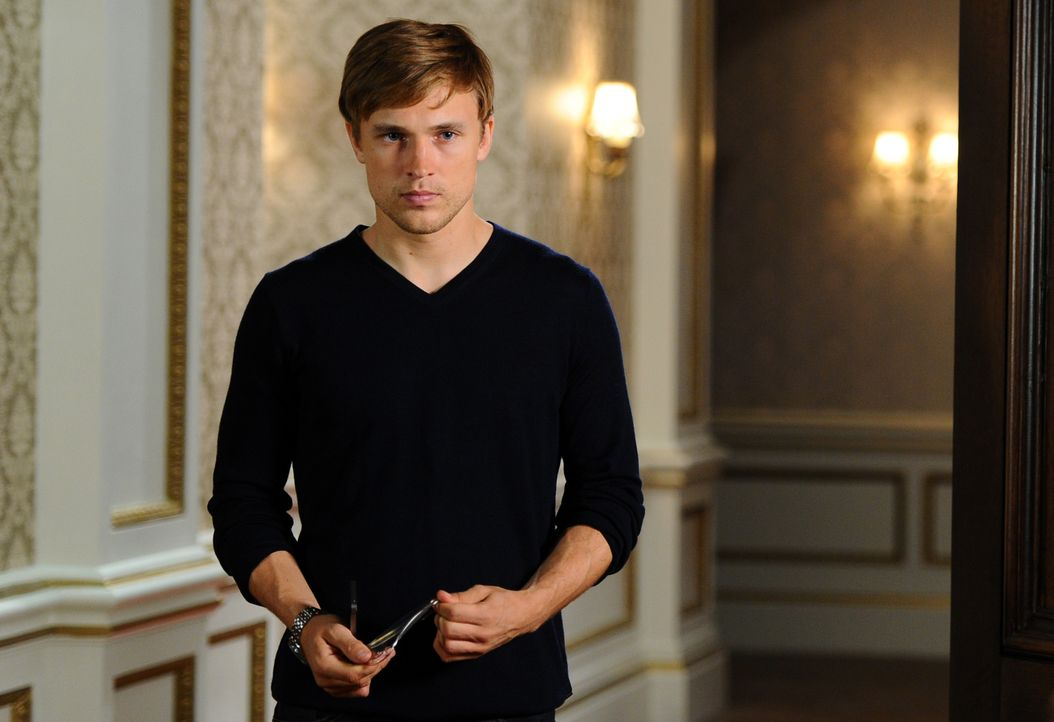 Konnte gerade noch einer Katastrophe entkommen: Prinz Liam (William Moseley) .. - Bildquelle: Stuart Wilson 2014 E! Entertainment Media LLC/Lions Gate Television Inc. / Stuart Wilson