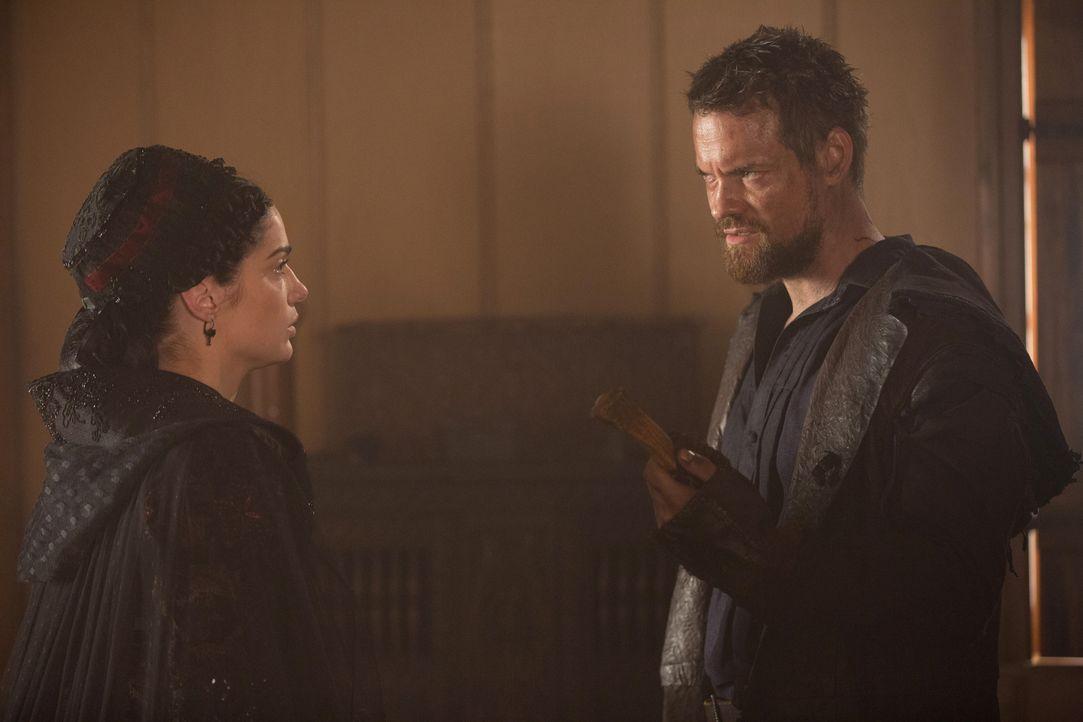 Mary (Janet Montgomery, l.) und John (Shane West, r.) arbeiten zusammen, um ihren Sohn zu retten und die mächtige Gräfin aufzuhalten ... - Bildquelle: 2015 Fox and its related entities. All rights reserved.
