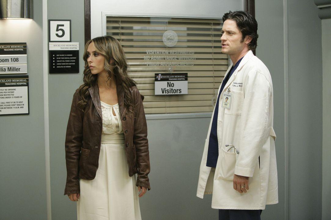 Melinda (Jennifer Love Hewitt, l.) wird vom Geist eines Mädchens heimgesucht, dessen Mutter im Koma liegt. Jim (David Conrad, r.) begleitet sie auf... - Bildquelle: ABC Studios