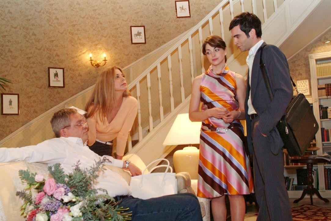 Mariella (Bianca Hein, 2.v.r.) und David (Mathis Künzler, r.) sind überrascht, als Laura (Olivia Pascal, 2.v.l.) ihr Geschenk für Friedrich (Wilhelm... - Bildquelle: Monika Schürle SAT.1 / Monika Schürle